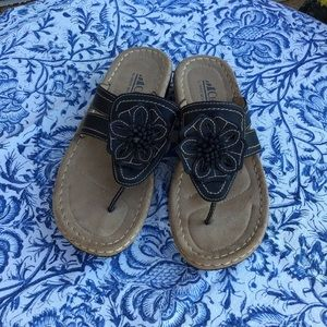 Cliffs by White Mountain Sandal.  Size 8